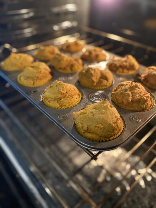 4 Ingredient Pumpkin Muffins